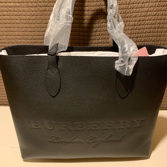 0f2a153a2357 Burberry Remington Leather Tote